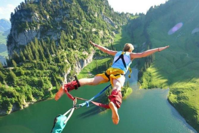 Bungee Jumping, Canada