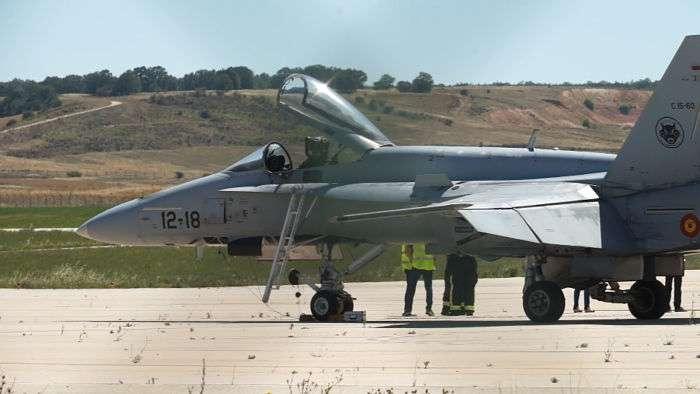 Aeropuertos abandonados en espaa latest aeropuertos for Papel pintado bricomart