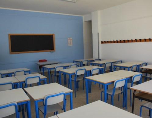 Cade il solaio di una scuola