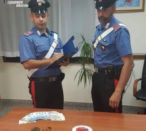 Due giovani ventenni arrestati perché sorpresi a spacciare droga