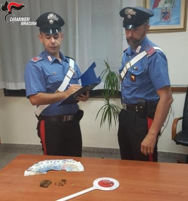 Due giovani ventenni arrestati perché sorpresi a spacciare droga a siracusa