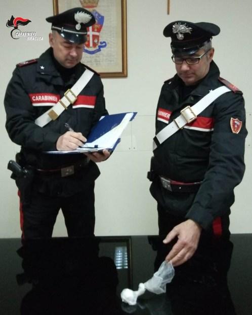 Donna con cocaina in auto, arrestata dai carabinieri