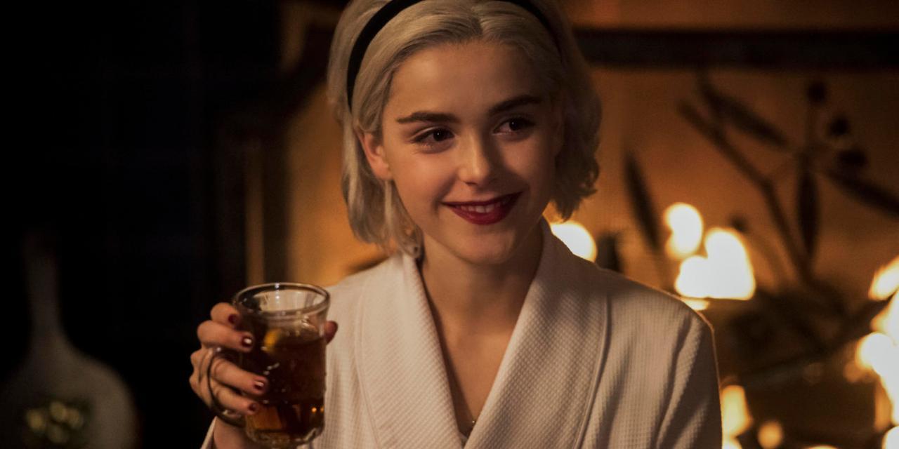 Sata… Santa también estará con Sabrina en el tráiler de «Un cuento invernal»