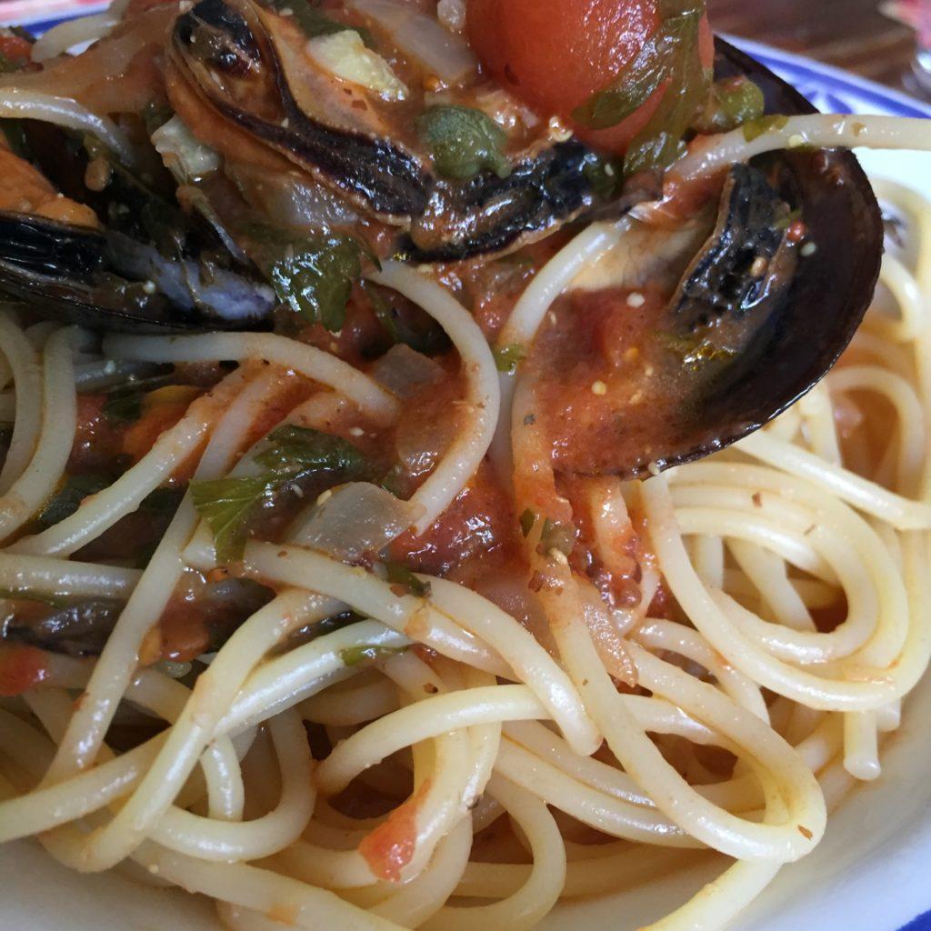 Espaguetis con mejillones a la Puttanesca