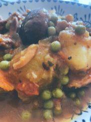 Las patatas con costillas y setas