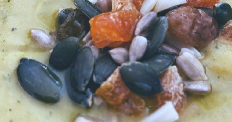 La crema de verduras con semillas para pájaros