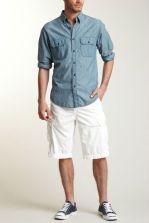 A cargo sem tanto volume fica ótima com as camisas de modelagem mais moderna, tornando a silhueta elegante.