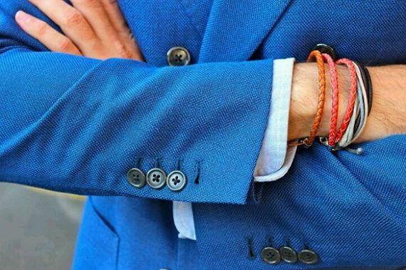 Se seu look é formal e despojado ao mesmo tempo, o contraste de cores pode ter um resultado incrível!
