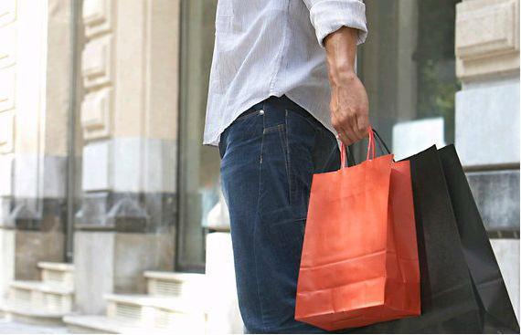 homem_compras_sacolas_shopping2