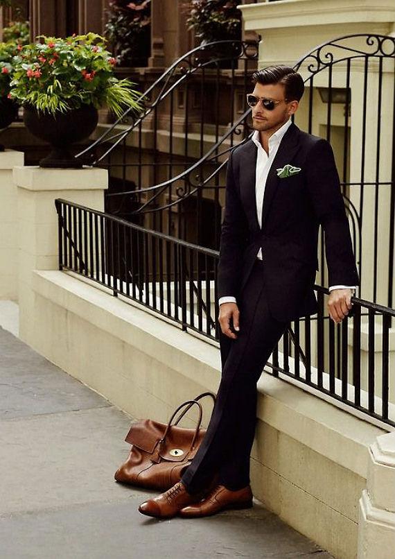 58b972d5e3 Qualquer manual sobre combinação de sapatos com ternos (inclusive este)  dirá que o calçado para ser usado com um costume preto também tem que ser  da mesma ...