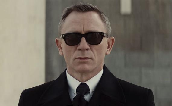 3132d5f6e5e2c Dois segundos foram suficientes para que James Bond emplacasse um modelo de  óculos de sol