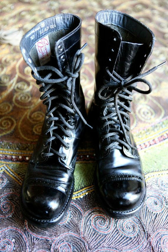 moda-masculina-militar-oculos-bota-coturno