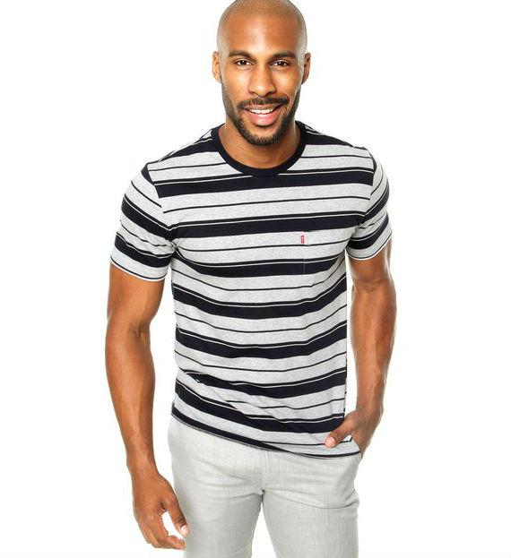 1 – Listras estilo navy com bolso. levis-camiseta-listras-cinza-dafiti af67ce0562e