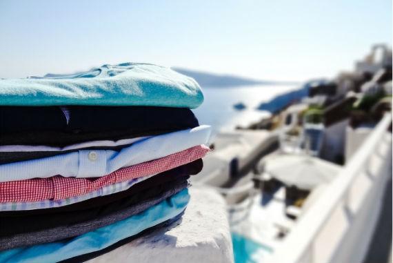 pilha-roupas-viagem-mala
