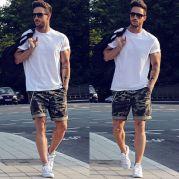 look-camiseta-basica-masculina-20