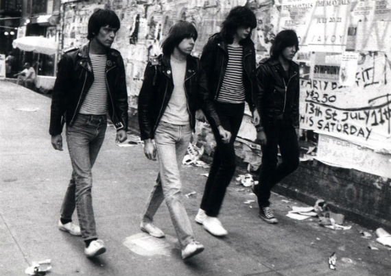 ramones-sneakers-tenis-brancos-all-star