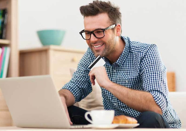 Cuidados na Hora de Comprar Roupas Masculinas Online