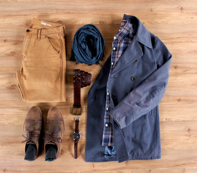 Look masculino para o inverno com pea coat de sarja e camisa xadrez