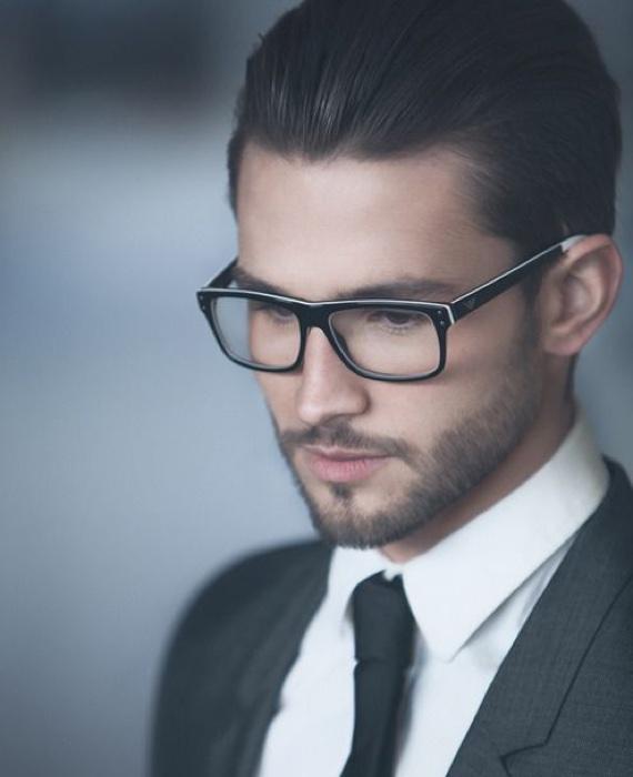 Óculos de grau com armação bacana como assinatura de estilo
