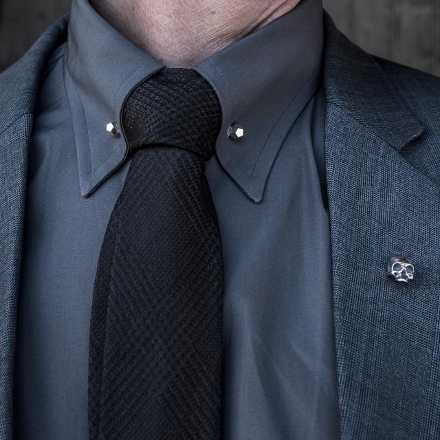Pin de colarinho - 6 Acessórios Masculinos que Tomaram o Lugar das Joias