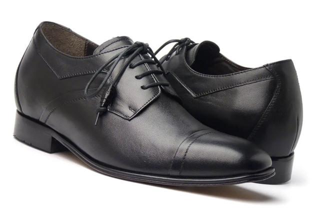 Sapatos para homens baixos com palmilha que incrementa a estatura