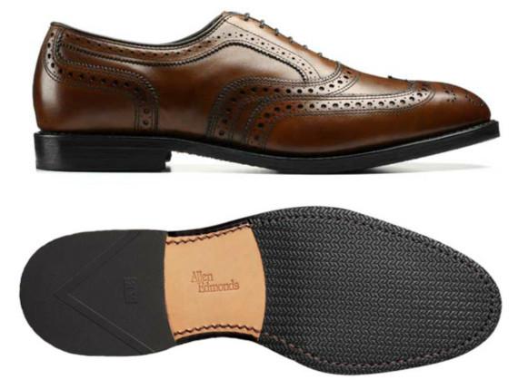 Sapato social masculino com sola de couro e borracha