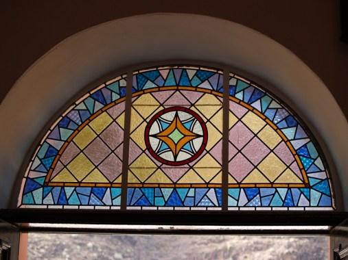 Vidriera de la entrada principal