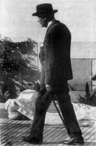 Francisco P. Montes de Oca y García, paseando por el paseo de Las Palmeras