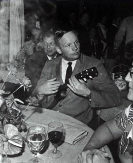 1969 Collins tocando el timple