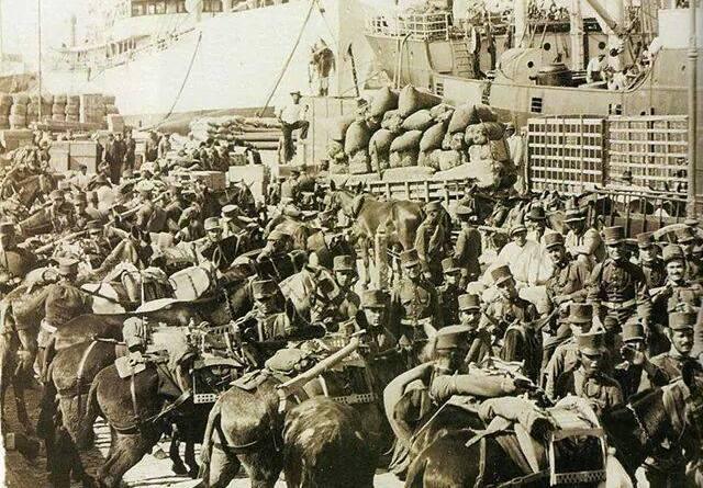 Embarque de la 1 Bateria Expedicionaria de Montaña de Tenerife ,en el vapor Capitan Segarra, con destino Marruecos. Septiembre de 1921.