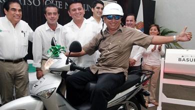 Photo of Fredy Marrufo entrega premios del programa Cozumel nos une