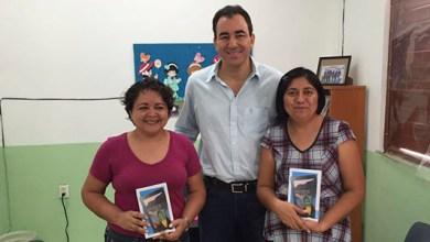 Photo of Maestras con alto desempeño en Cancún reciben tabletas electrónicas