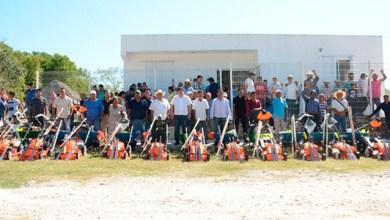 Photo of @LuisTorresUNE  entrega equipo y herramientas en once comunidades