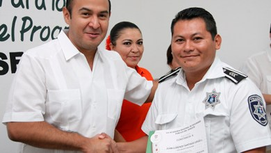 Photo of @juancarrillo58 entrega apoyos económicos del Fortaseg a elementos de SPyTM
