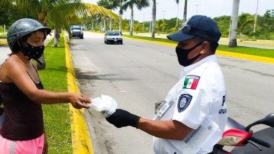 Photo of Transito de Cozumel entrega cubrebocas para disminuir contagios por Covid-19
