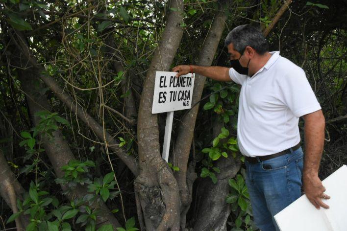 carteles de concientización sobre el cuidado de humedales en puerto morelos