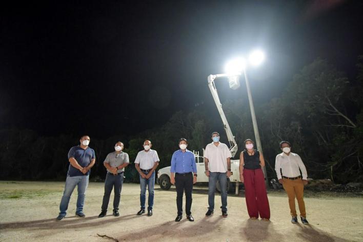 Víctor Mas Tah inauguró las obras de mejoramiento de la iluminación en Akumal