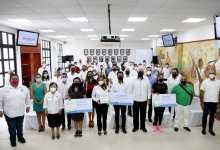 Photo of @MaraLezama entrega premio de contraloría social a comités en Cancún