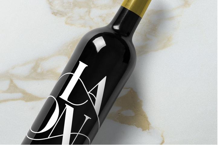 free wine bottle mockup template