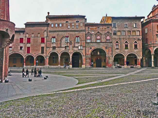 https://i2.wp.com/www.candeli.com/blog/SantoStefano/images/bologna_20071118_0001@.jpg