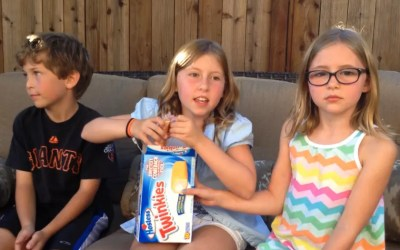 """Video Review : Twinkies, The """"Cupcake With Frosting On The Inside"""""""