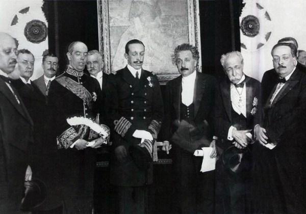 Albert Einstein en España con Alfonso XIII y las autoridades - 1923