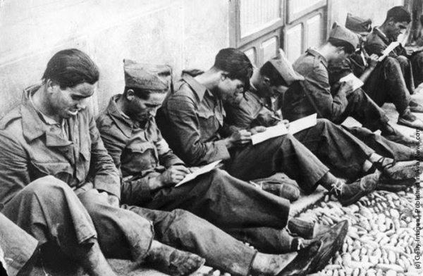 Militares al inicio de la guerra. Keytone/Getty Images