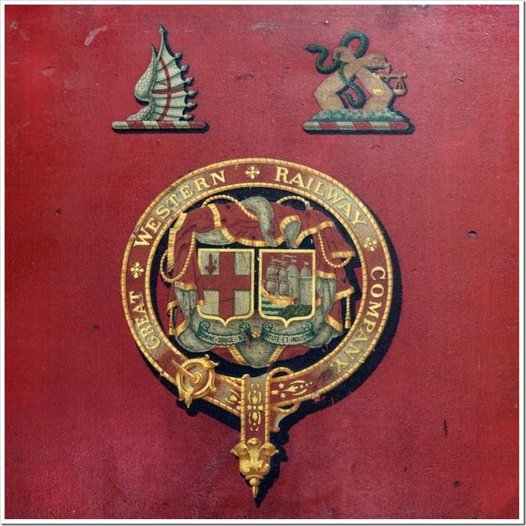 Red GWR Carter Crest