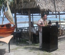Hirobo Obeketang, the Marshall Islands Resort General Manager and long-time supporter of the WAM program, gives a key speech at the 2013 graduation.