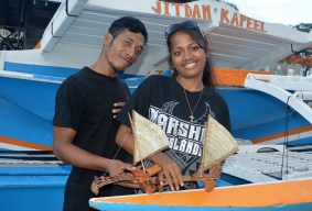 WAM trainees Bilton Ralpho and Naggie Kiluwe with the canoes they made. Photo: Karen Earnshaw
