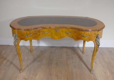 الفرنسي لويس الخامس عشر طاولة الكلى