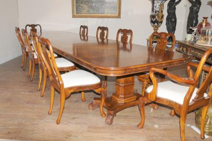 Regency Walnut Dining Set Queen Anne Stühle