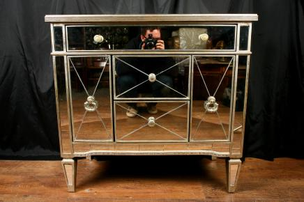 Mirror Chest Kabinett commode Speilvendt