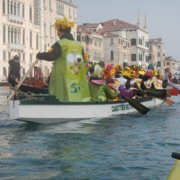 Canoa-kayak: Al corteo di Carnevale